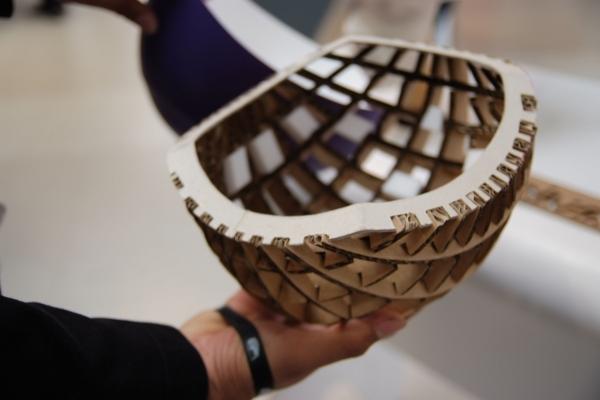 Fahrradhelm aus Pappe, clevere Wabenstruktur bietet Stabilität
