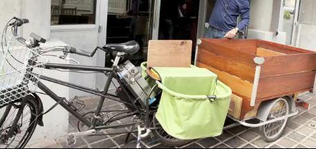 Mit dem Cargo bike können auf dem Fahrrad Güter transportiert werden