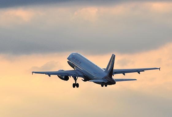 startendes Flugzeug, ökologisches Kerosin aus Pflanzenöl