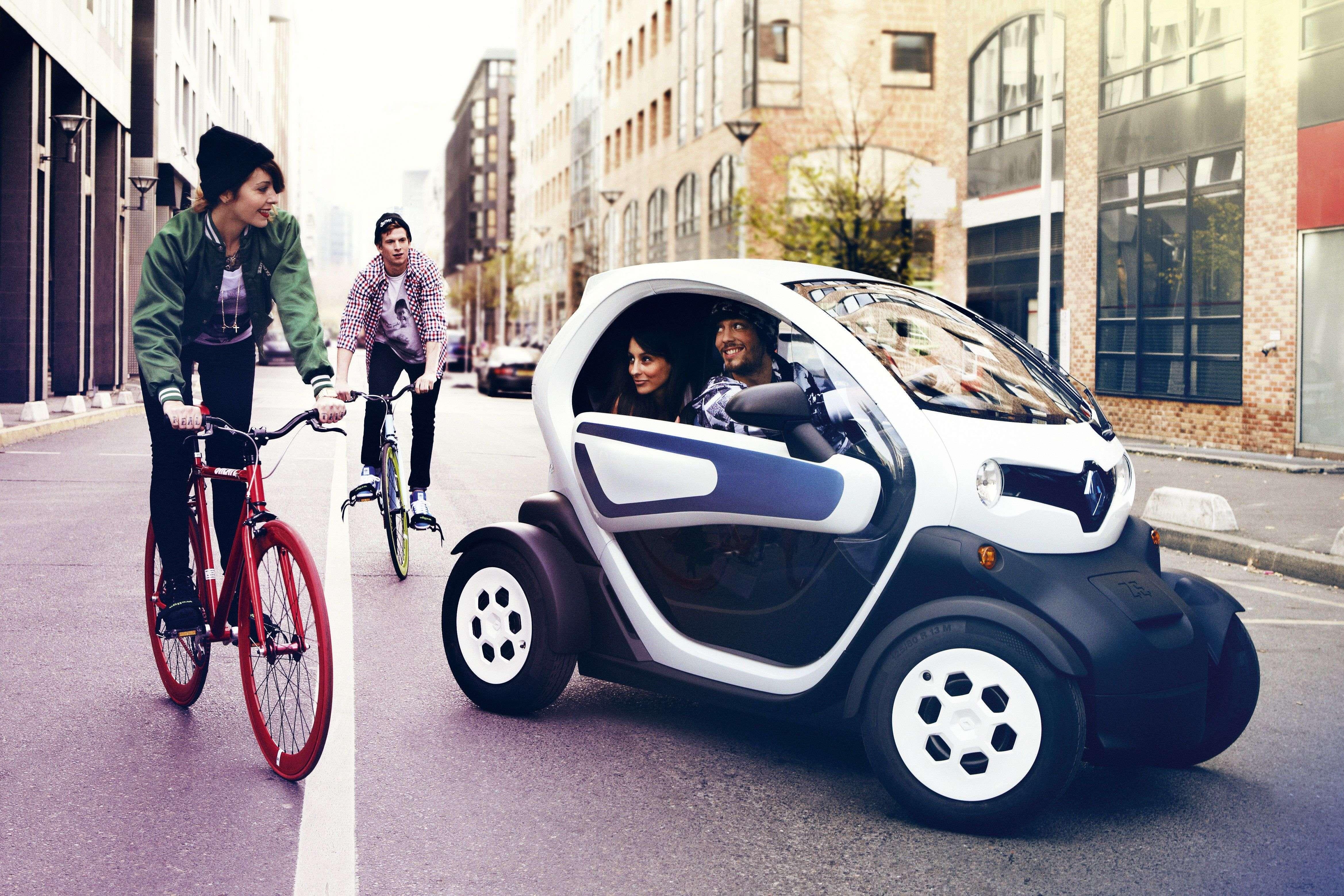 Elektroauto Twizy von Renault auf der Straße