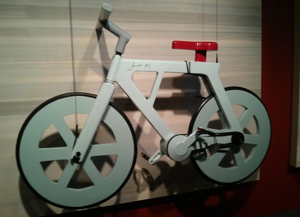 Fahrrad aus Pappe von Izhar Gafni entworfen
