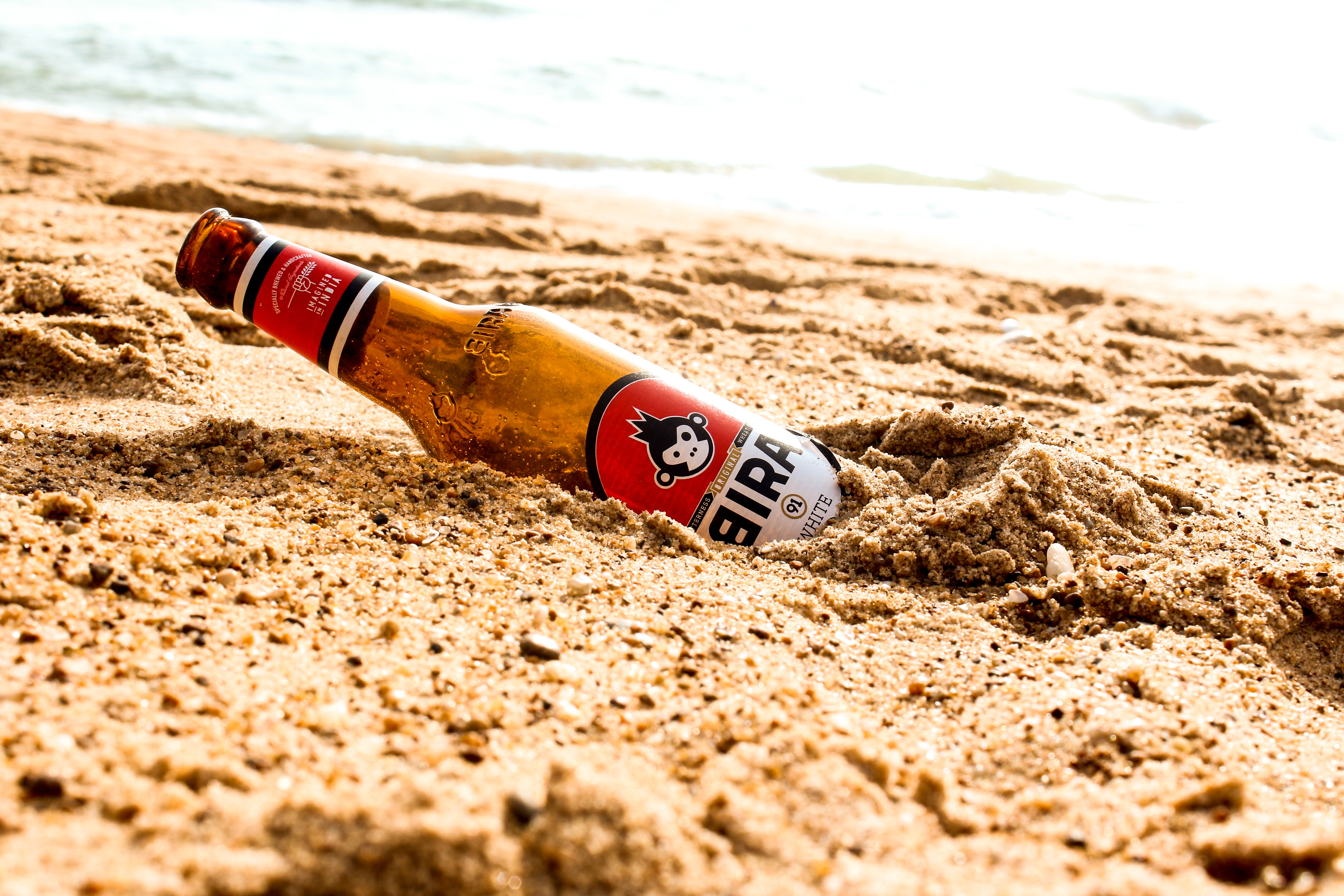 Glasflasche im Sand