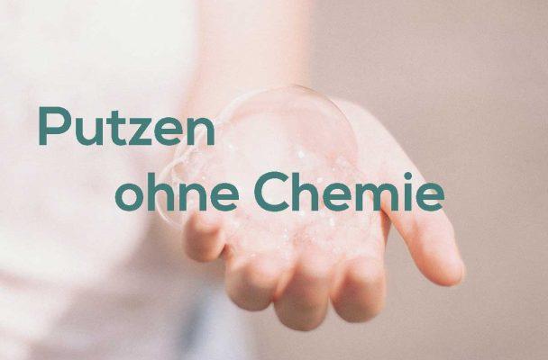 putzen ohne Chemie - Hand mit Seifenblasen